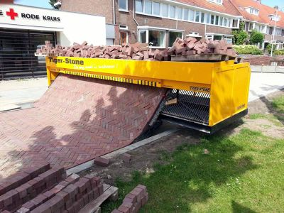 Tiger-stone-interlocking-brick-road-machine-printer-lays-bricks-12