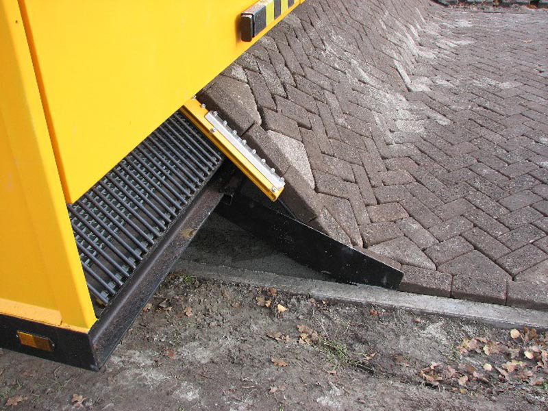Brick Laying Machine Vs Human Brick Pavers
